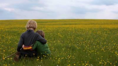 الطفولة غير السعيدة تؤدي الى الاصابة بأمراض القلب في المستقبل