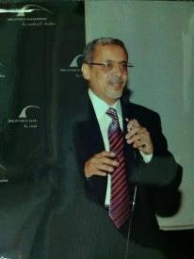 الدكتور عمرو شريف