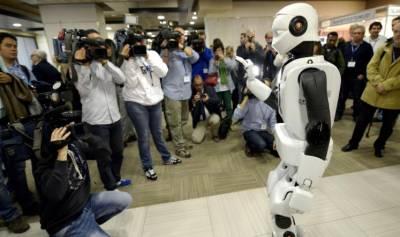 باحثون يبتكرون خوارزمية تجعل الروبوتات تتعلم كالبشر